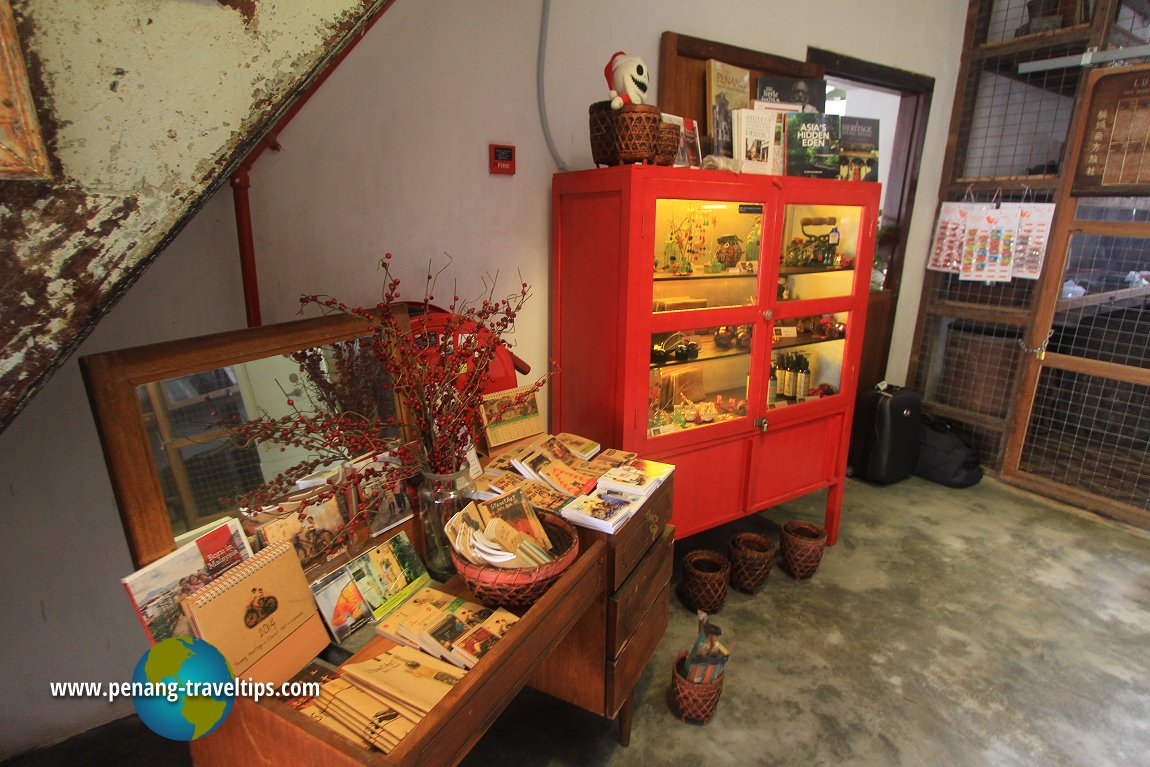 Macam-Macam Souvenir Shop