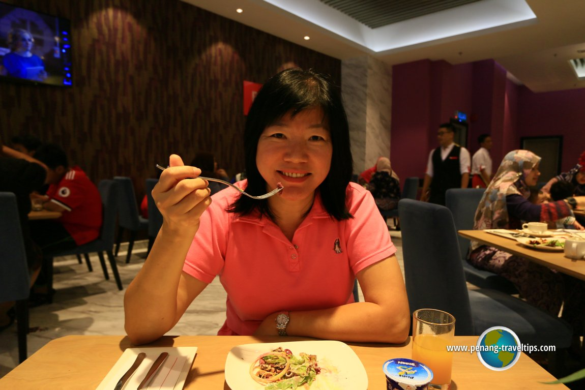 Breakfast at Roselle Cafe, Lexis Suites Penang