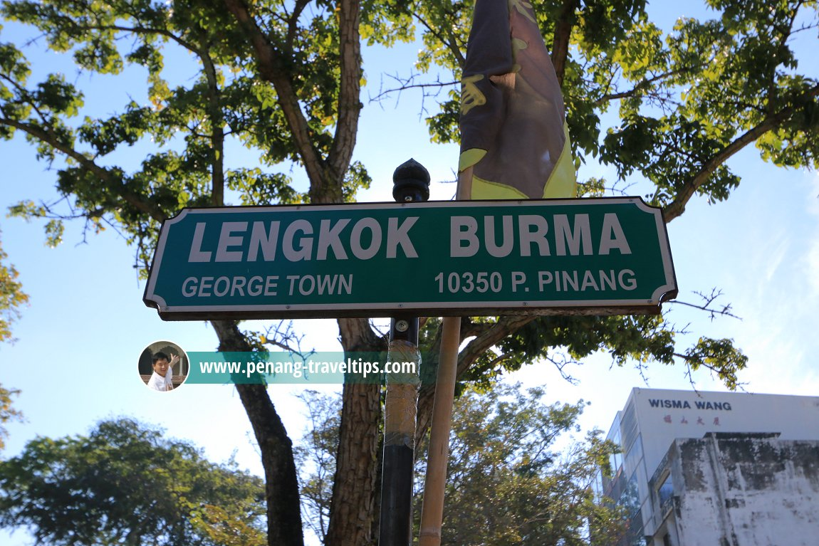 Lengkok Burma road sign