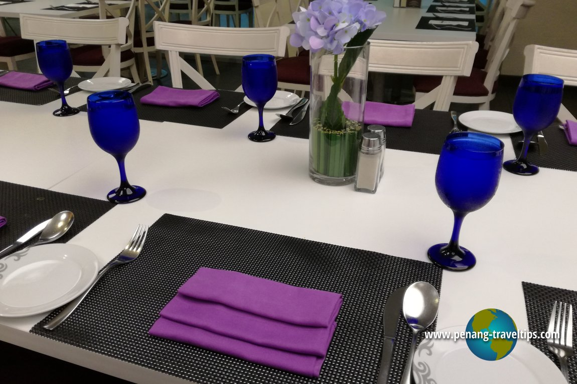 Table setting at Starz Diner