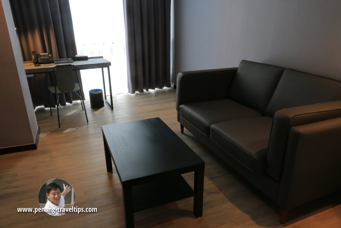Sitting area and writing desk in the Junior Suite