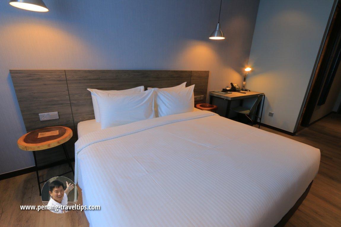 Queen-size bed, Deluxe Duo room