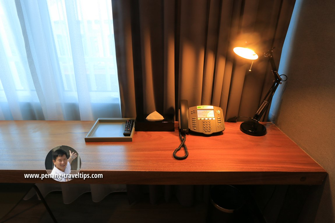 Writing desk in the Deluxe Trio room of Urban H Hotel
