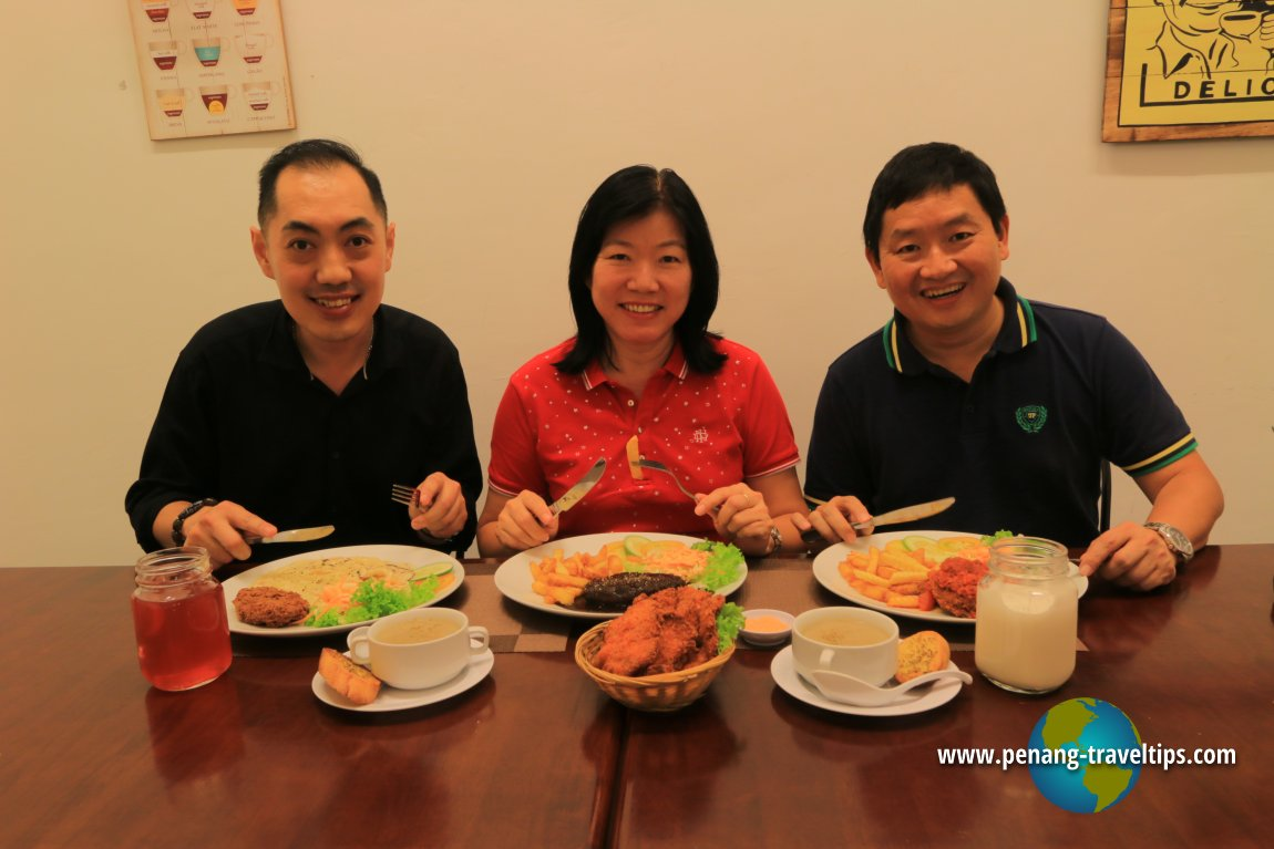 Mr EK Khor, my wife and me at Xiang Yun Vegetarian Delight