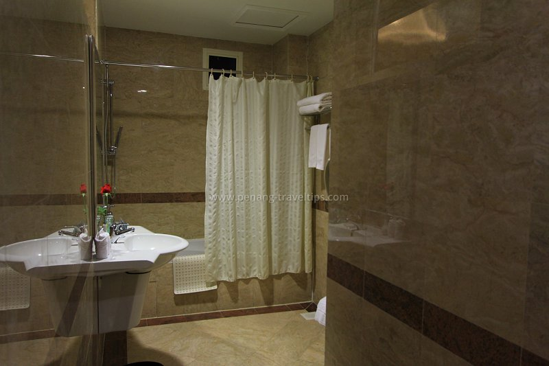 Bathroom at the Executive Suite, Cititel