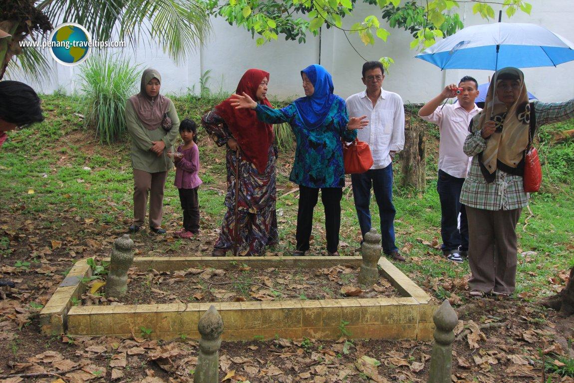 Dato' Jenaton's Grave