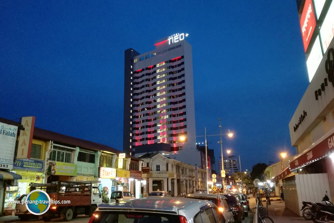 Hotel Neo+ at night