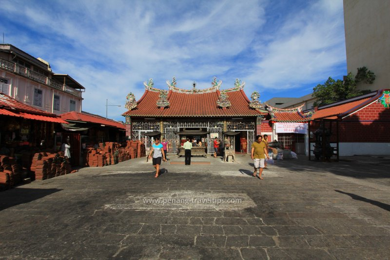 Courtyard of Kuan Yin Teng