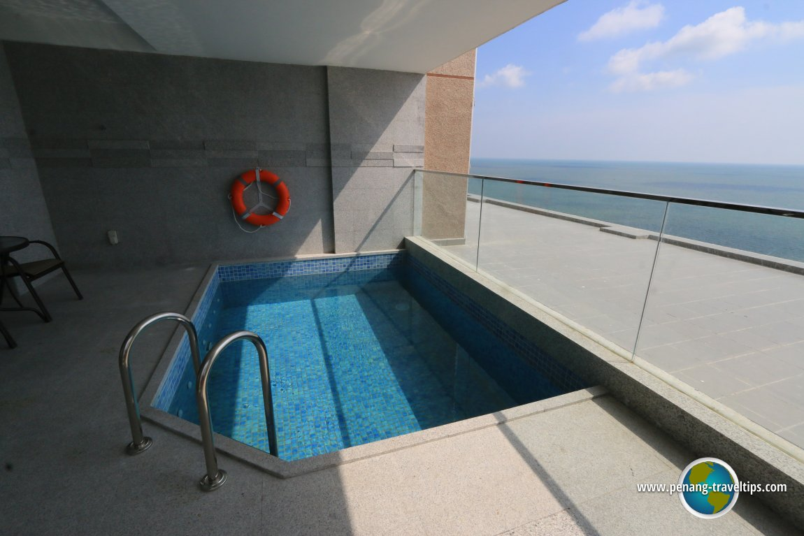 Lexis Premium Pool Suite