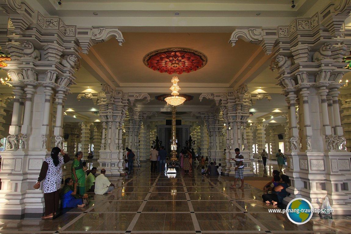 The maha mandapam of the Arulmigu Balathandayuthapani Temple