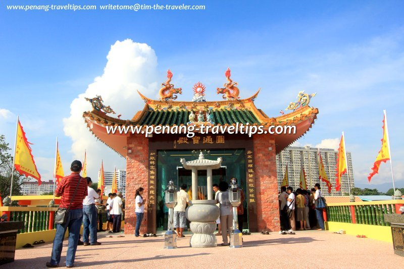 Bugis guan yin temple lots of fish dating