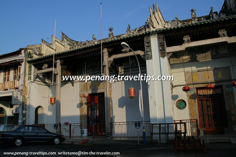 Ng Kongsi  with War Emperor     s Temple to the right Penang Travel Tips