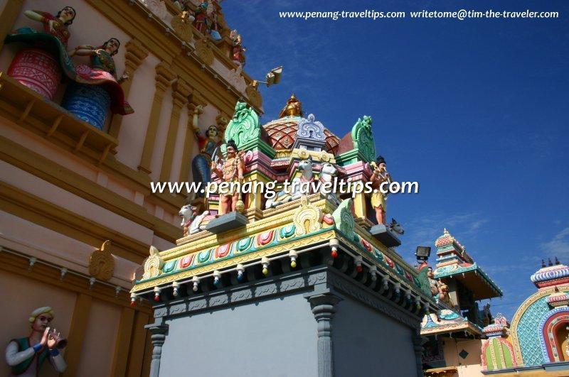 The colourful ornamentation of Arulmigu Karumariamman