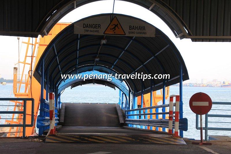 Boarding ramp, Pengkalan Raja Tun Uda
