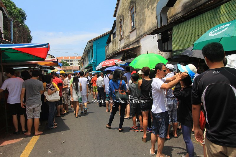 Long queues at Penang Teochew Chendol Stall