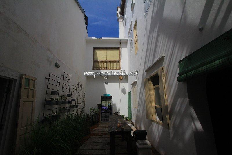 Ren i Tang Courtyard