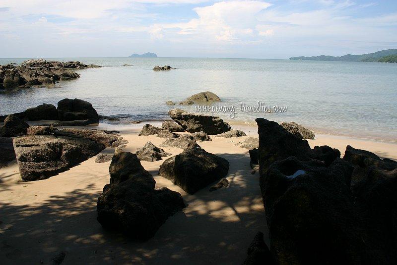 The rocky estuary of Sungai Batu