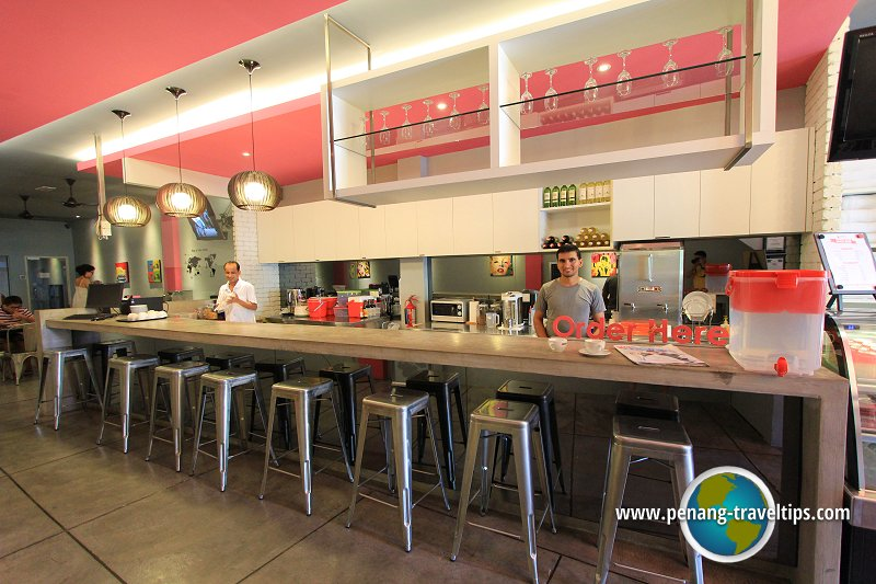 The bar at Ryokan Muntri Boutique Hostel