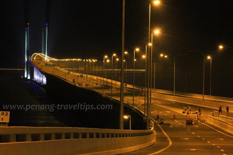 Second Penang Bridge at night