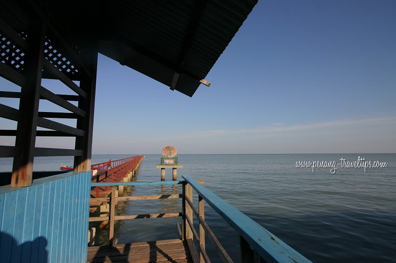 Teluk Tempoyak pier