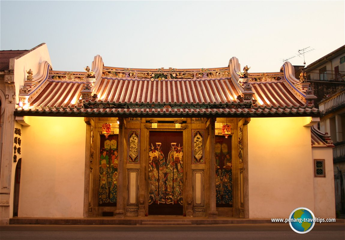 Teochew Ancestral Temple at dusk