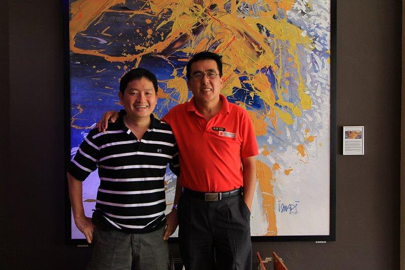 Timothy Tye with Alan Yeoh, the manager of Apollo Inn