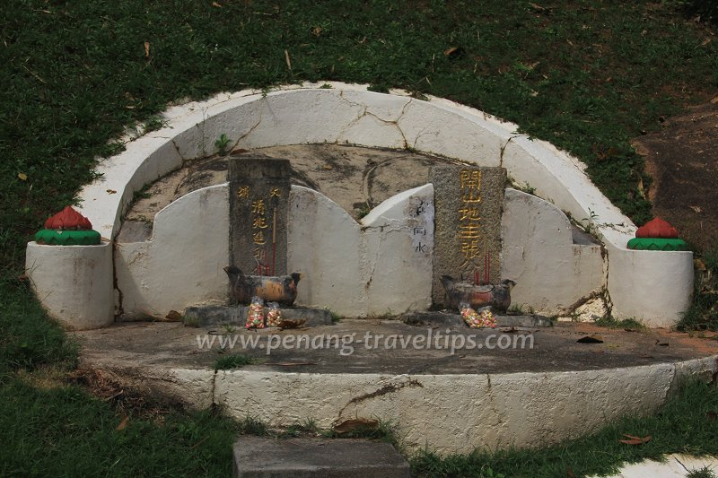 Zhang Li's grave (right)