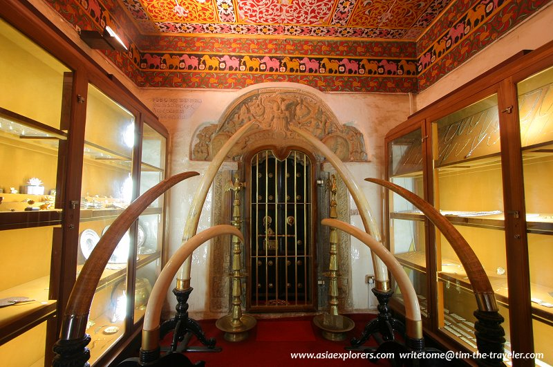 Inner sanctuary, Sacred Tooth Relic Temple
