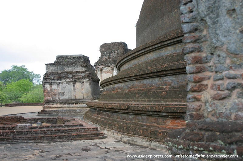 The base of Rankot Vihara
