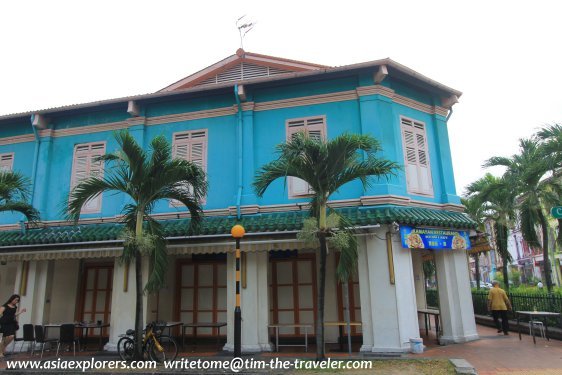 Garishly painted restored shophouse at junction of Craig Rd and Tanjong Pagar Rd