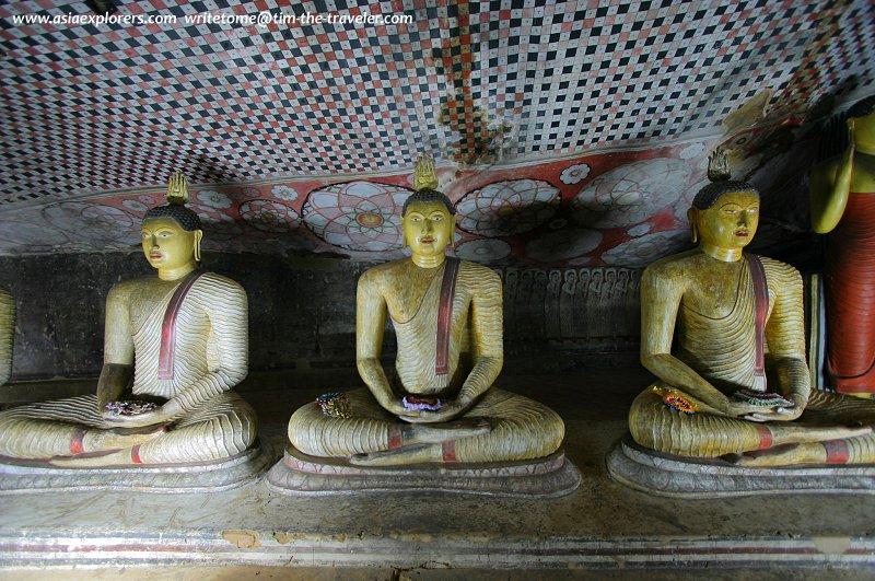 Seated Buddha statues, Dambulla Cave