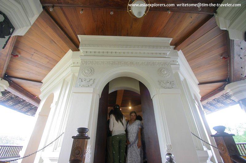 Visiting Pathirippuwa, the library of manuscripts
