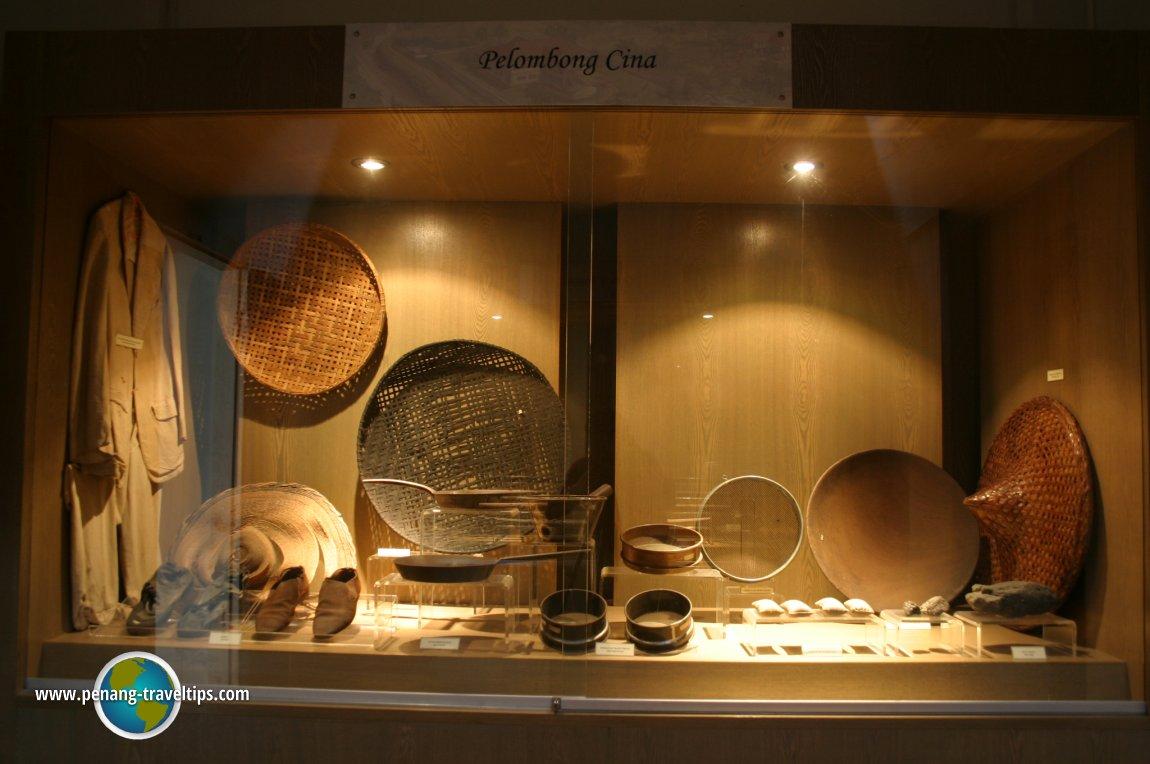 Chinese tin miners' belongings