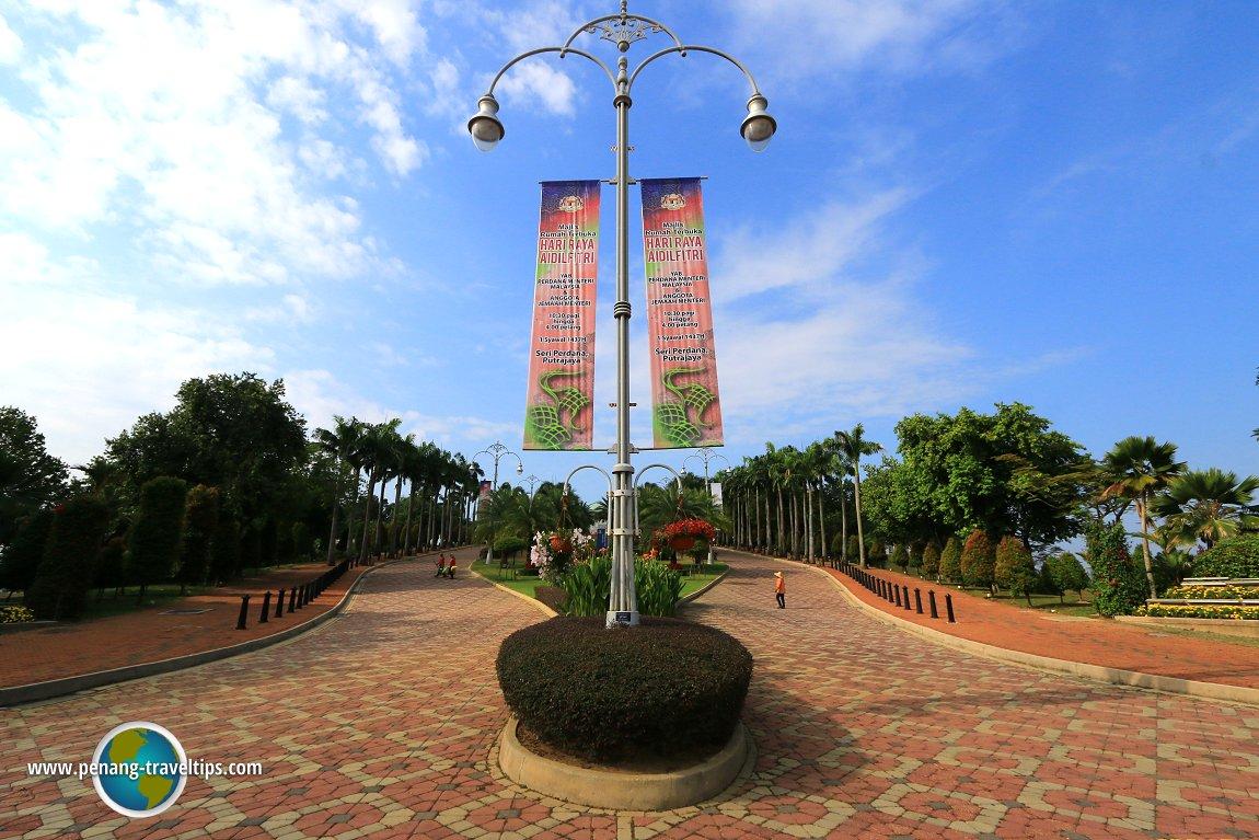 Seri Perdana driveway