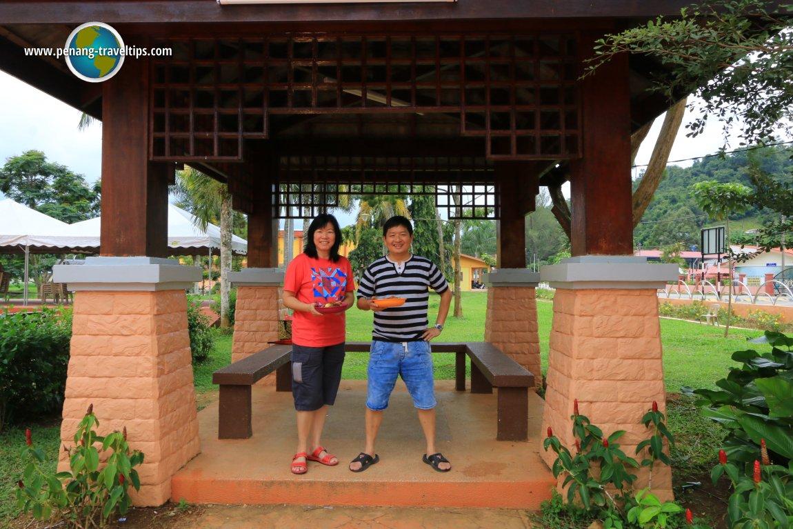 Lunch at Taman Tasik Takung, Pengkalan Hulu