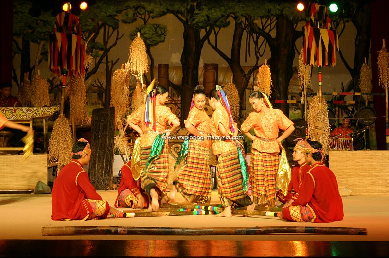 Cultural dance at Sarawak Cultural Village