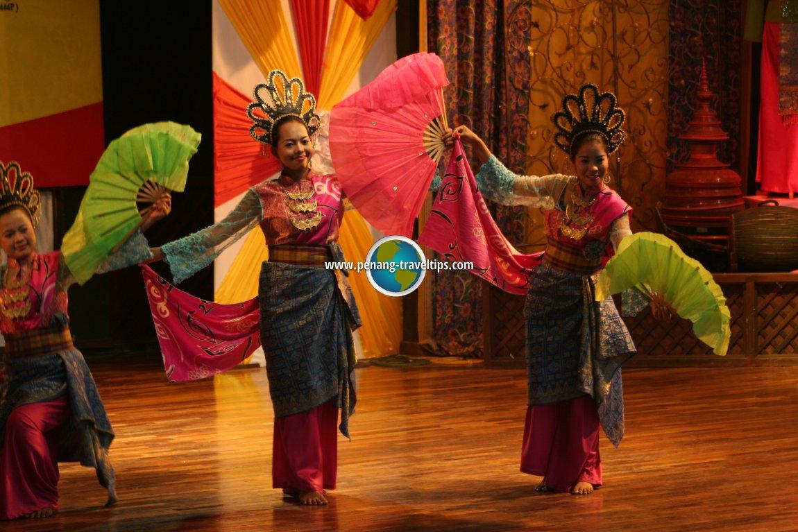 Cultural dance at Taman Mini Malaysia