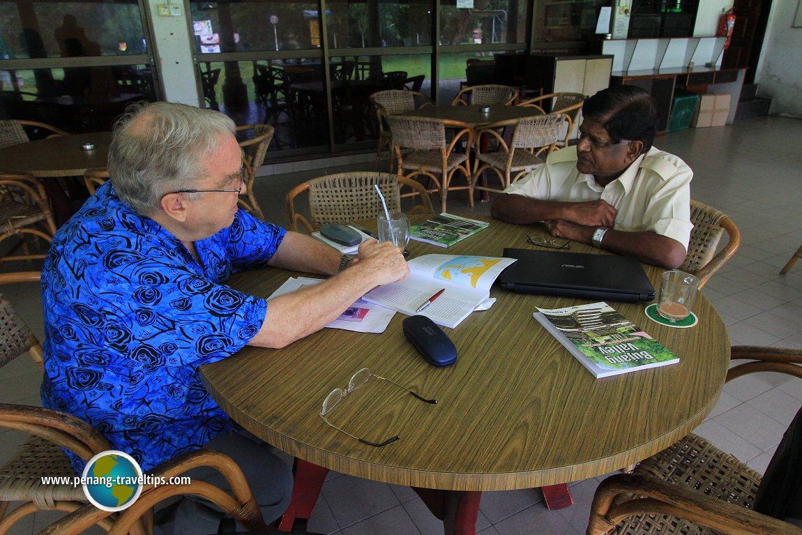 Michael Rawlinson discussing with Dato V. Nadarajan on the Bujang Valley civilization