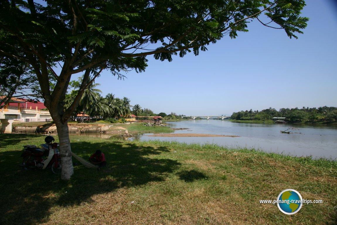 Confluence of Sungai Kangsar with Sungai Perak