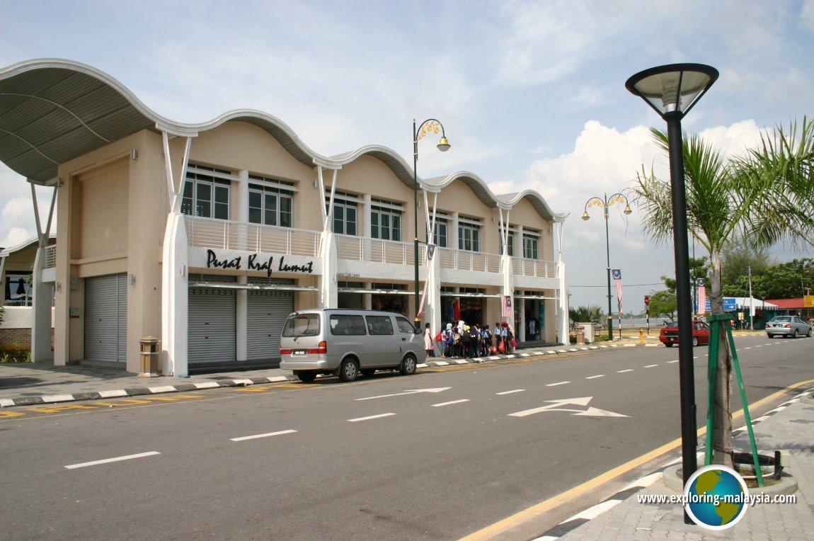Pusat Kraf Lumut, in Lumut, Perak