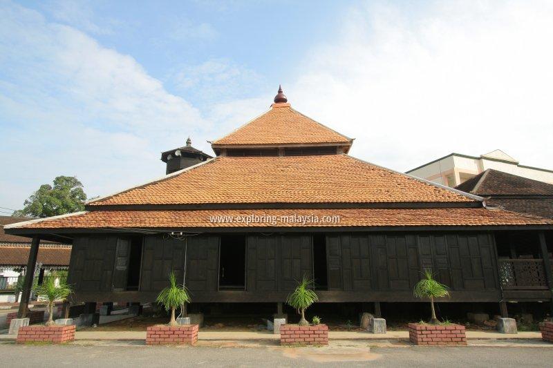 The main prayer hall of Masjid Kampung Laut