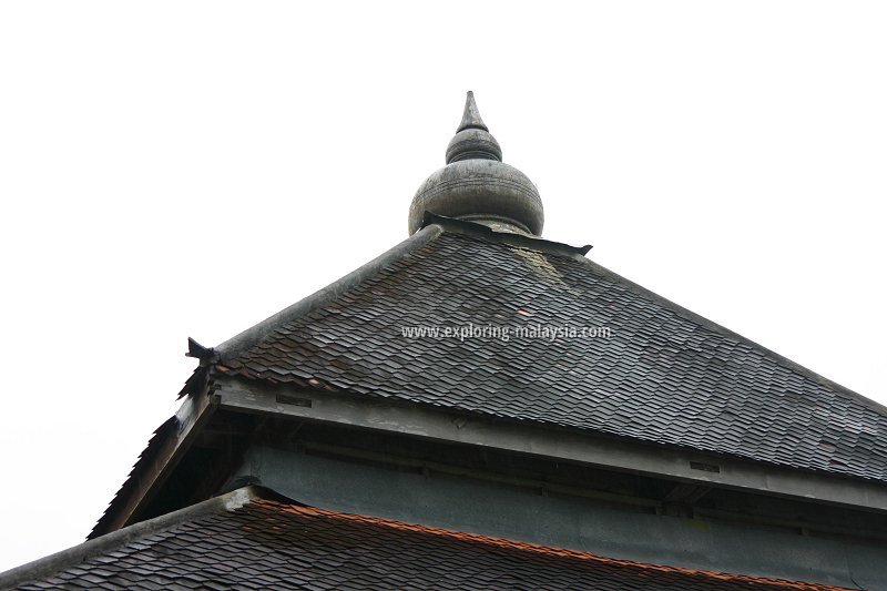 The roof of Masjid Kampung Laut topped with onion-shaped ornamentation