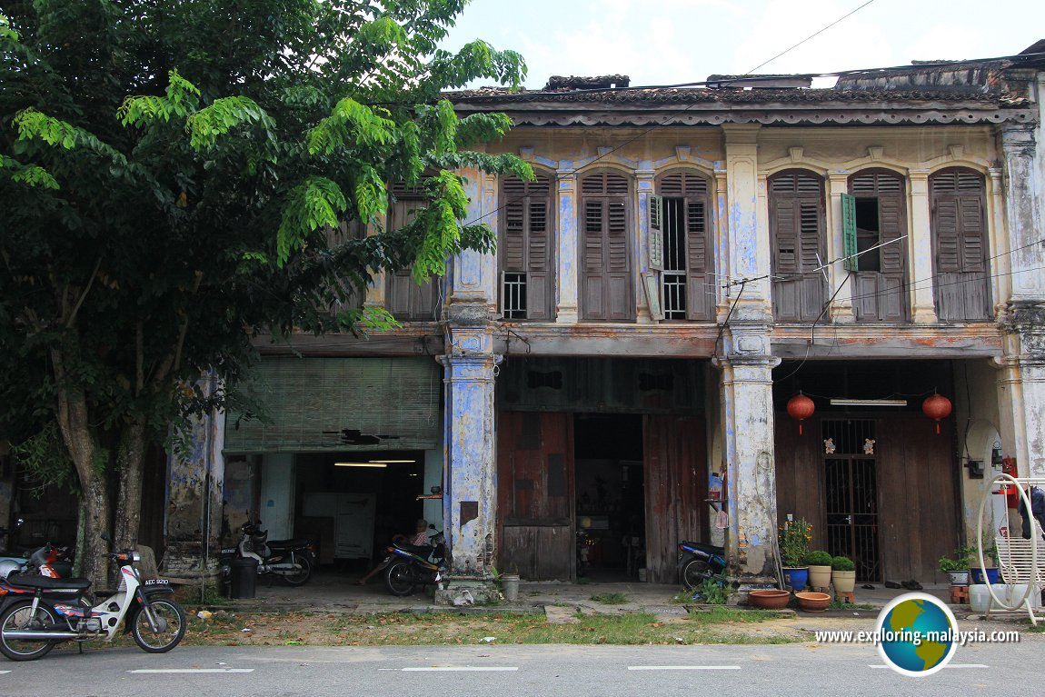 Old shophouses in Papan