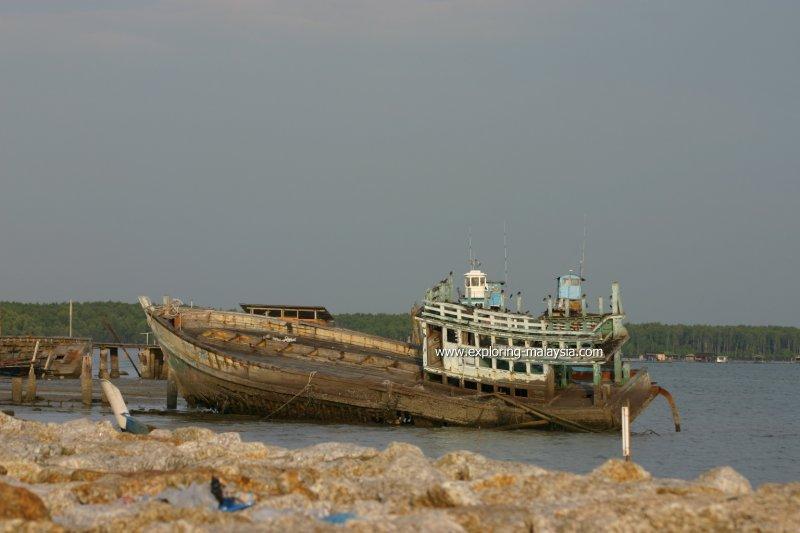 Discarded boat, Tanjung Dawai