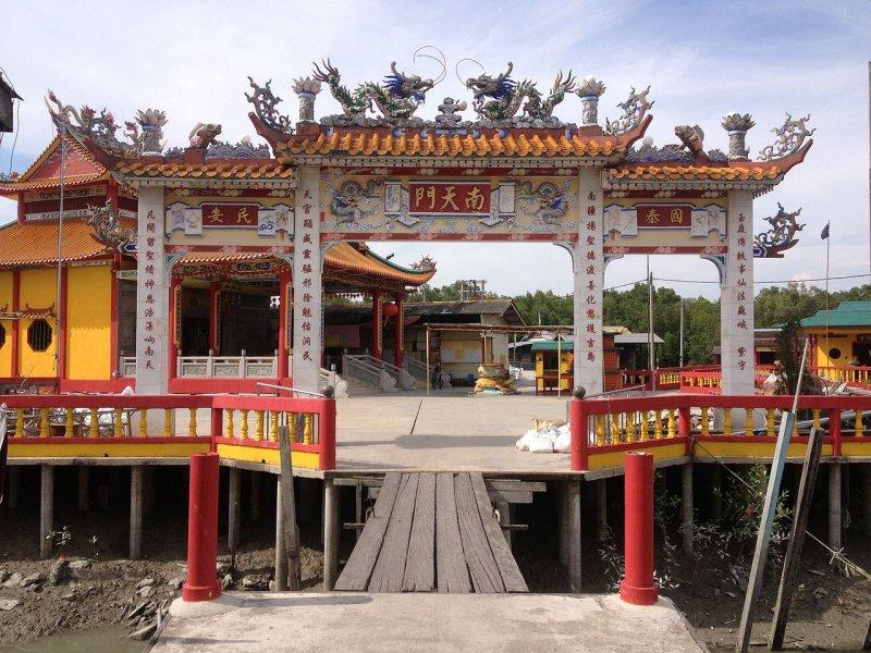 Temple arch, Pulau Ketam