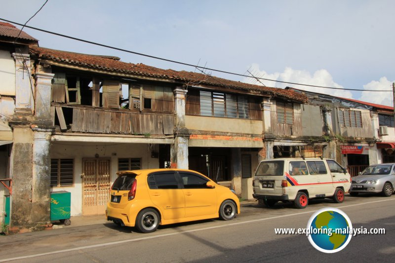 Dilapidated houses in Semeling