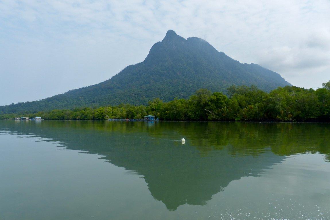 [Image: gunung-santubong-sarawak.jpg]