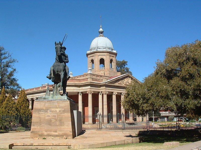 The Fourth Raadsaal (Free State's provincial legislature) and Monument to Christiaan de Wet, Bloemfontein
