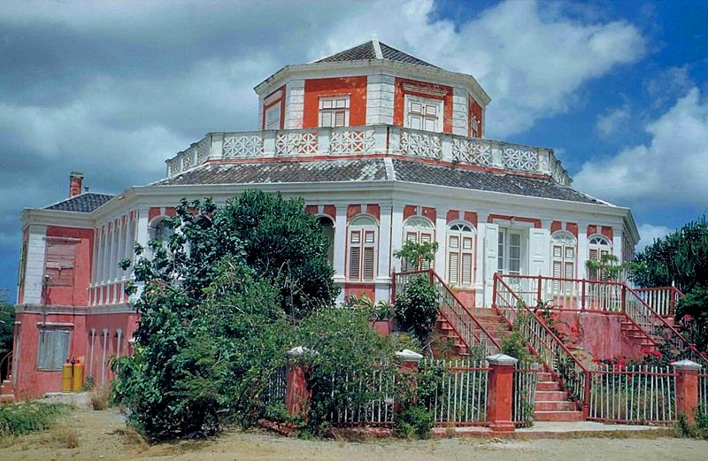 Building called Landhuis Groot Davelaar in Curaçao