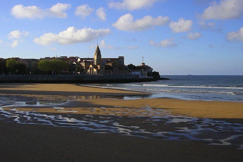 Playa San Lorenzo in Gijon, Asturias